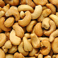 Organic Raw Cashews <p>Organic and sweet tasting, raw cashes are the perfect snack for on-the-go or to cook and bake with.<br /></p><br /><p></p> 8 oz Container